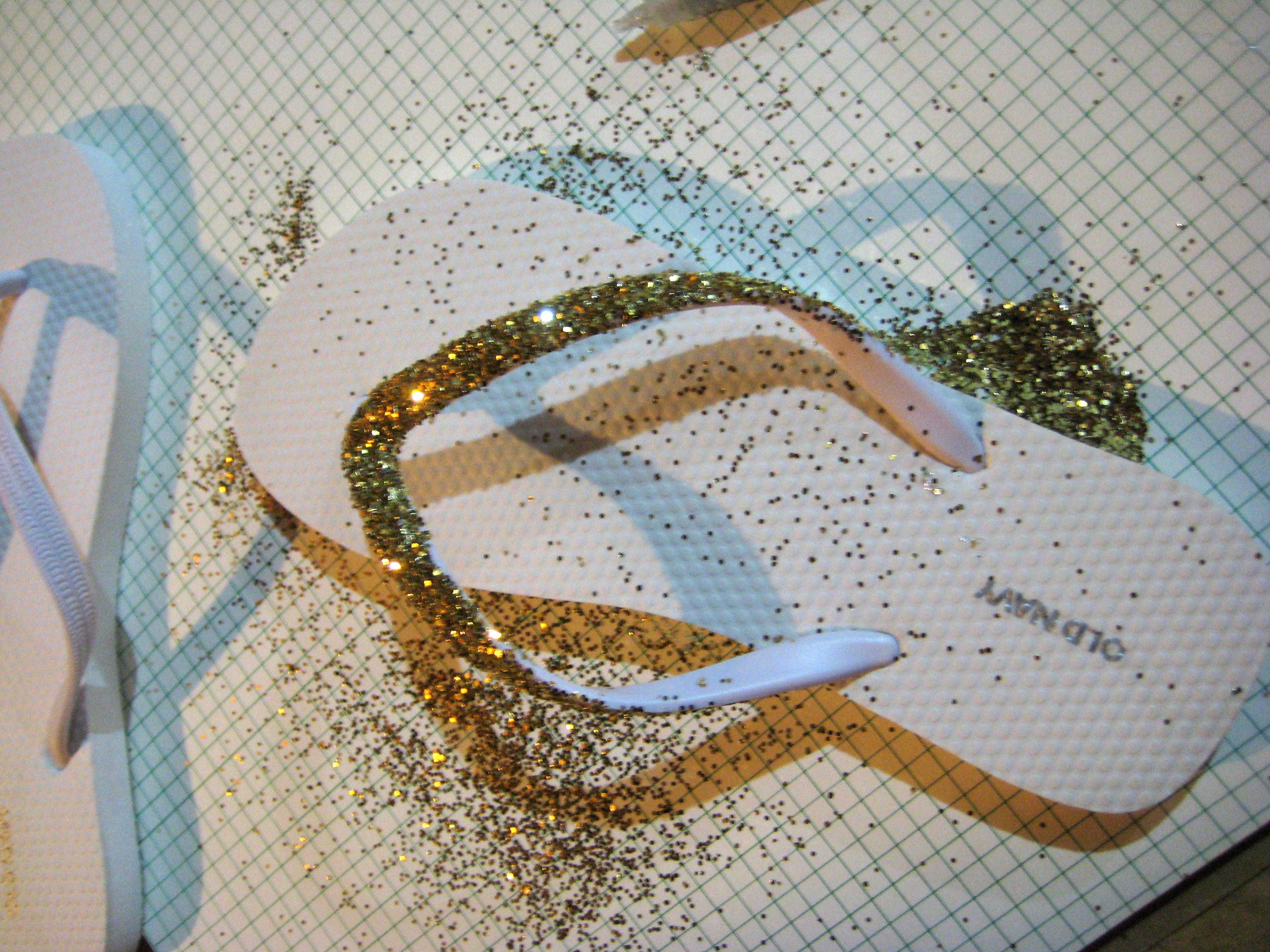 ed0387fd685a D.I.Y – sparkle flip flops!
